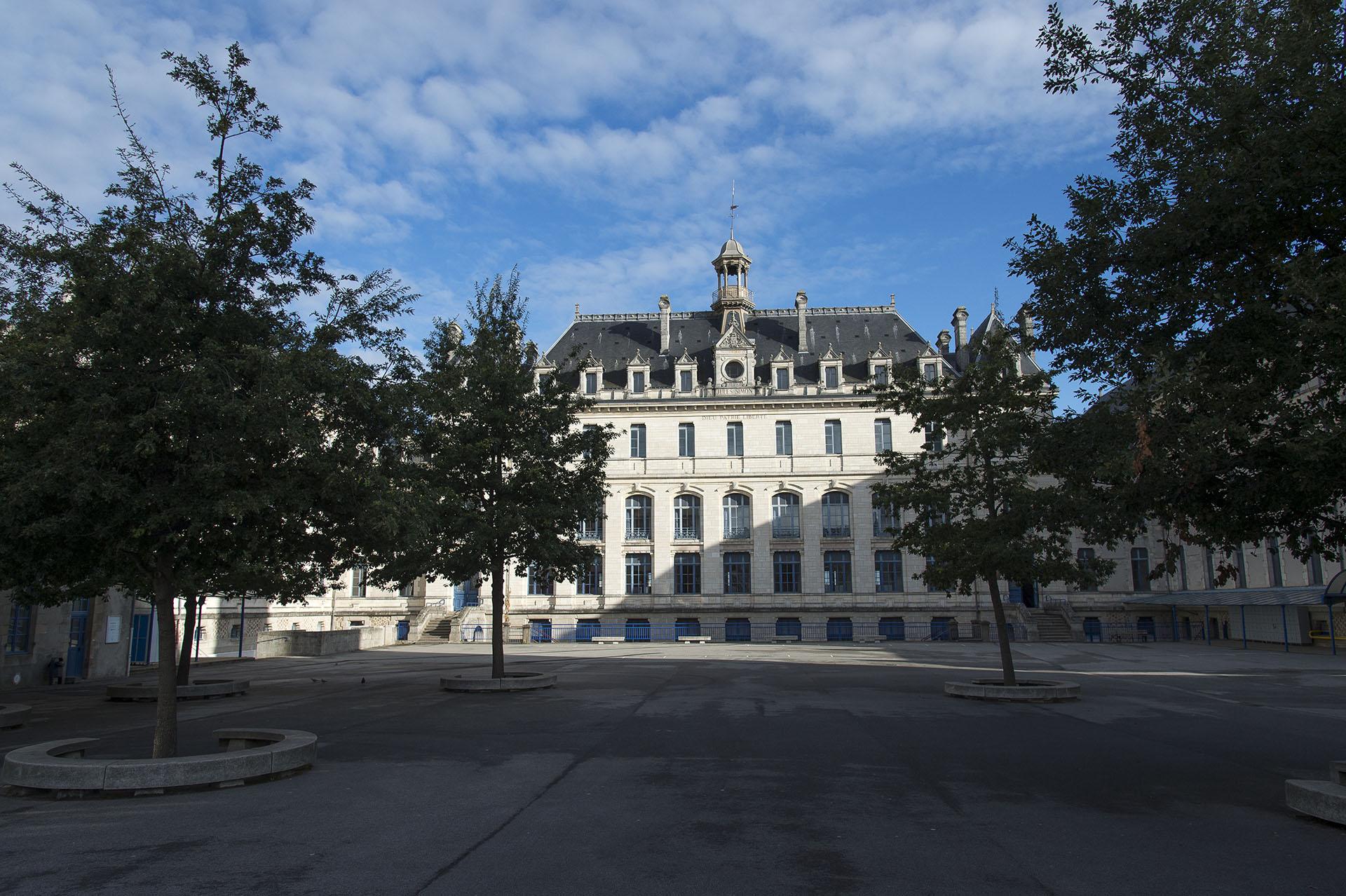 Collège Jules Simon à Vannes bilingues du breton